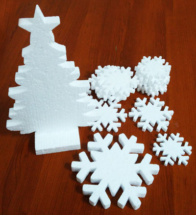 Снежинки с пенопласта